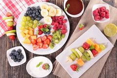 Assorted fruits and dip Royalty Free Stock Photos