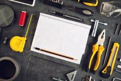 Assorted lo hace usted mismo las herramientas y cuaderno Fotos de archivo libres de regalías