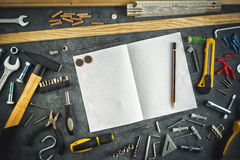 Assorted lo hace usted mismo las herramientas y cuaderno Foto de archivo