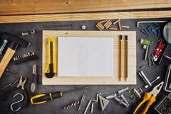 Assorted lo hace usted mismo las herramientas y cuaderno Imagenes de archivo