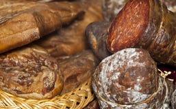 Assorted parecchi generi di salsiccie e di carne affumicata Fotografia Stock Libera da Diritti