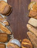 Assorti πινάκων ψωμιού στοκ φωτογραφίες
