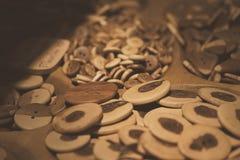 Assorti drewniani guziki Zapina raj obrazy royalty free