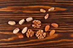 Assorti und Mischung von nuts Pistazien, Walnüsse, Haselnüsse, Mandeln Stockfoto