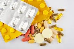 Assortiment de différentes pilules Images libres de droits