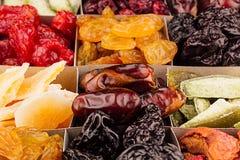 Assortiment de fond sec de plan rapproché de fruits en cellules carrées Images libres de droits