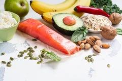 Assortiment de la nourriture - sources naturelles de dopamine photos stock