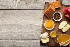 Assortiment de miel avec des fruits, concept naturel de médecine image libre de droits