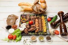 Assortiment de viande sur une casserole Photo stock