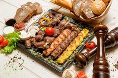 Assortiment de viande sur une casserole Image libre de droits