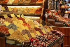 Assortiment des épices et des thés aromatiques colorés photographie stock libre de droits