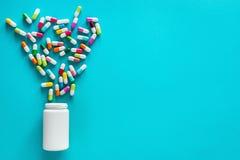 Assortiment des capsules, des pilules et du comprimé pharmaceutiques de médecine photos libres de droits