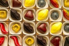 Assortiment des chocolats exquis multicolores, chocolat de sucrerie images stock
