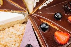 Assortiment des morceaux de gâteau Image stock