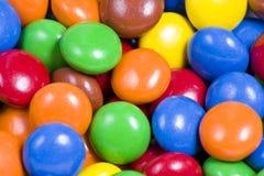 Assortiment des sucreries de chocolat colorées Image stock