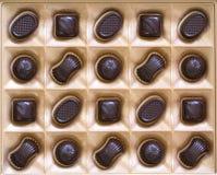 Assortiment doux de bonbons au chocolat dans un plan rapproché de boîte Vue supérieure Image libre de droits