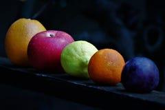 Assortiment van biologisch, vers, seizoengebonden fruit stock fotografie