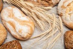 Assortiment van brood en broodjes stock fotografie