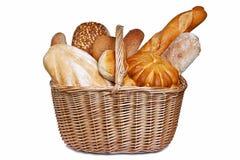 Assortiment van brood in geïsoleerdee mand Royalty-vrije Stock Afbeeldingen