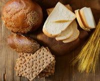 Assortiment van brood (rogge, gehele tarwe, voor toost) Stock Afbeeldingen