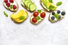 Assortiment van fruit en plantaardige toosts Hoogste mening met ruimte voor stock fotografie