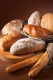 Assortiment van gebakken brood royalty-vrije stock foto's