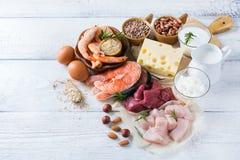 Assortiment van gezond eiwit bron en lichaams de bouwvoedsel stock foto's