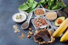Assortiment van gezond hoog magnesium bronvoedsel Stock Foto's