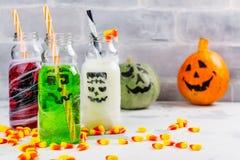 Assortiment van Halloween-dranken op witte achtergrond Royalty-vrije Stock Foto