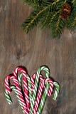 assortiment van het suikergoed van de Kerstmissuiker en spartakken op grijze houten achtergrond stock foto's