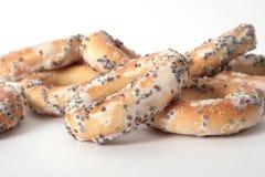 Assortiment van papaverzaadongezuurde broodjes Stock Afbeelding