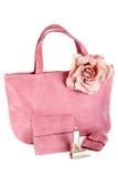 Assortiment van roze handtassen en lippenstift Royalty-vrije Stock Fotografie