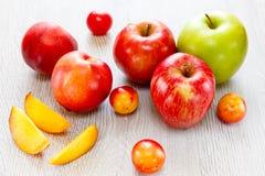 Assortiment van sappige vruchten achtergrond Royalty-vrije Stock Afbeelding
