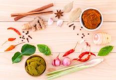 Assortiment van Thaise voedsel Kokende ingrediënten en Deeg van Thai stock afbeeldingen