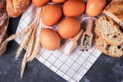 Assortiment van vers brood Gezond eigengemaakt brood stock afbeelding