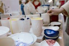 Assortiment van wit ceramisch werktuig Stock Afbeeldingen