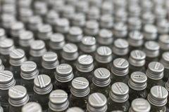 Assortimento degli oli essenziali in piccole bottiglie di vetro Fotografie Stock