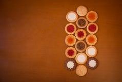Assortimento dei biscotti misti su fondo di legno rustico Fotografie Stock Libere da Diritti