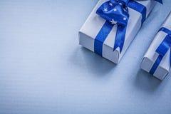 Assortimento dei contenitori di regalo sul concetto blu di feste del fondo Fotografia Stock Libera da Diritti