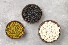 Assortimento dei fagioli secci - bianchi, neri e verdi Fotografia Stock Libera da Diritti