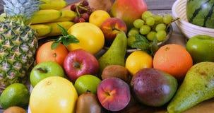 Assortimento dei frutti freschi, sani, organici Immagini Stock Libere da Diritti