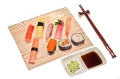 Assortimento dei sushi giapponesi tradizionali Fotografia Stock