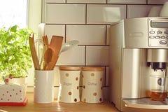 Assortimento del accessorie e dell'attrezzatura della cucina Immagine Stock Libera da Diritti