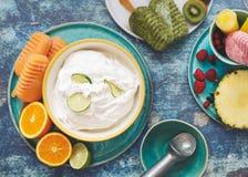 Assortimento del gelato di estate dei sapori della frutta Immagine Stock