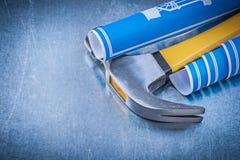 Assortimento del martello da carpentiere blu dei disegni di ingegneria su metallico Immagine Stock Libera da Diritti