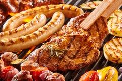 Assortimento delizioso di carne su un BBQ Immagine Stock Libera da Diritti