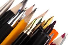 Assortimento della cancelleria di arte del pittore su bianco Immagini Stock Libere da Diritti