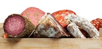 Assortimento delle carni fredde, salsiccie di varietà Immagini Stock Libere da Diritti