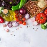 Assortimento delle verdure organiche fresche del mercato dell'agricoltore Immagini Stock