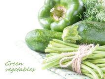 Assortimento delle verdure verdi fresche per salute per il vostro testo immagine stock